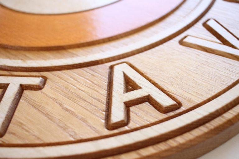 Insegna in legno masselo